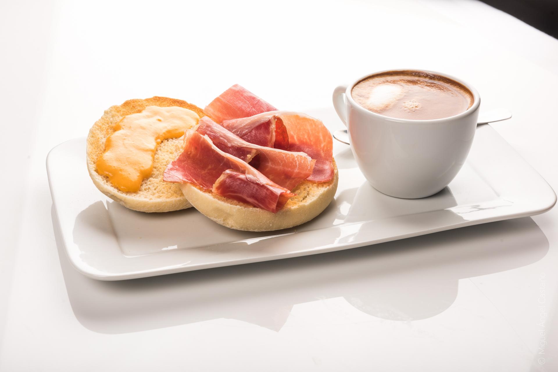 Desayuno con jamón ibérico Montesierra