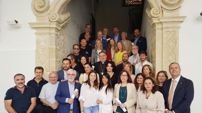 Foto de Diario de Jerez. Foto de familia de los representantes de las diferentes empresas reconocidas.
